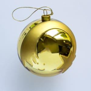 Wunderschöne Alessi Weihnachtskugeln in verschiedenen Motiven, hier in einem glänzenden Gold.