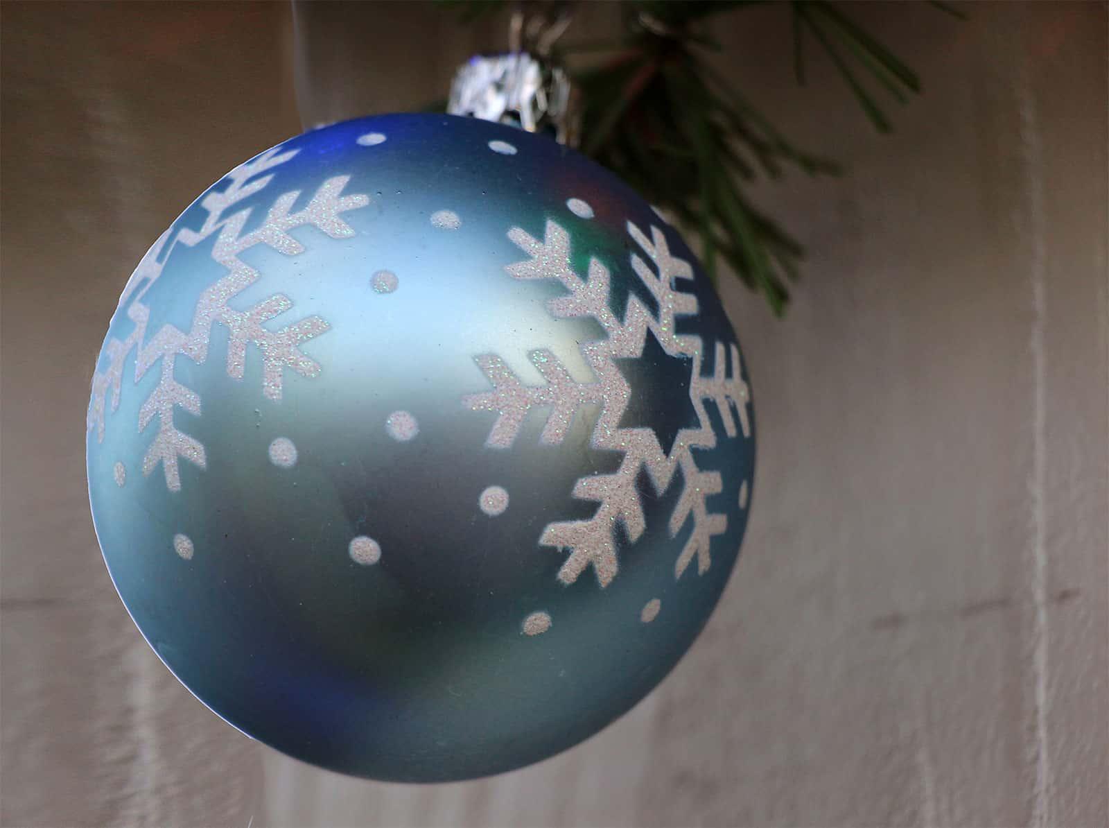 Weihnachtskugeln blau christbaumkugeln in blaut nen for Weihnachtskugeln altrosa