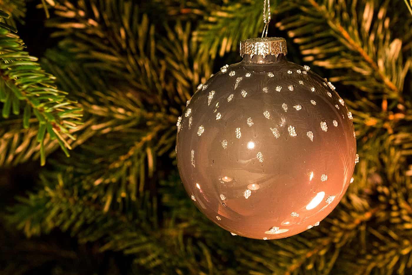 Weihnachtskugeln braun for Nostalgische weihnachtskugeln