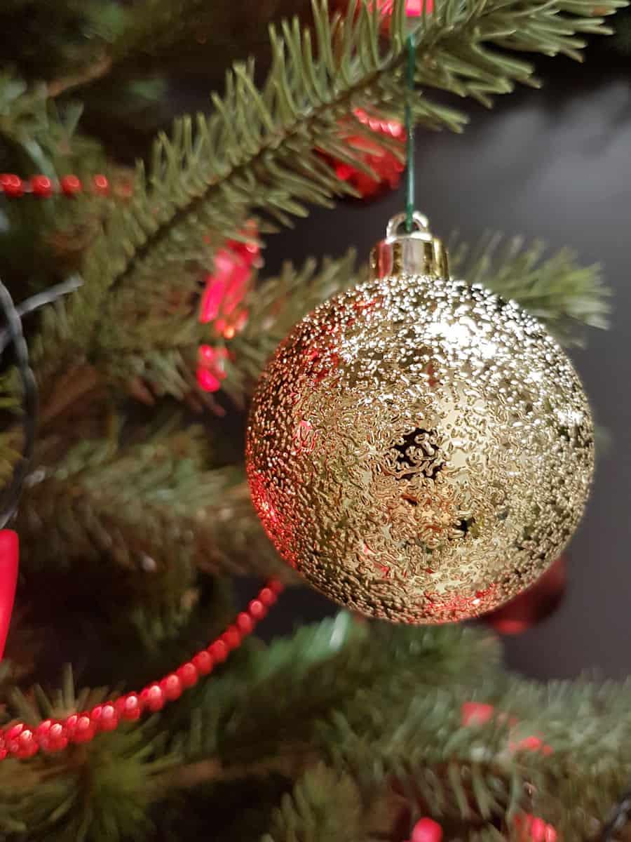 seit wann gibt es weihnachtsbaume mit glaskugeln. Black Bedroom Furniture Sets. Home Design Ideas
