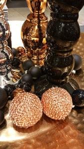 Kupferfarbene und Schwarze Weihnachtskugeln