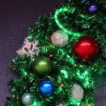 Weihnachtskugeln am Tannengrün