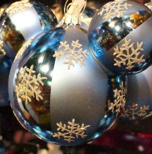 10 cm große Weihnachtskugeln wirken imposant & lassen den Christbaum in besonderem Glanz erstrahlen.