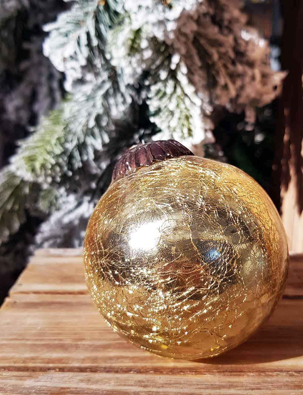 Weihnachtskugeln gold f r einen pr chtigen weihnachtsbaum - Weihnachtskugeln durchsichtig ...