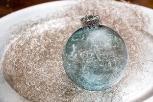 Hellblaue Weihnachtskugel Transparent