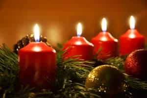 Klassischer Adventskranz mit 4 Kerzen