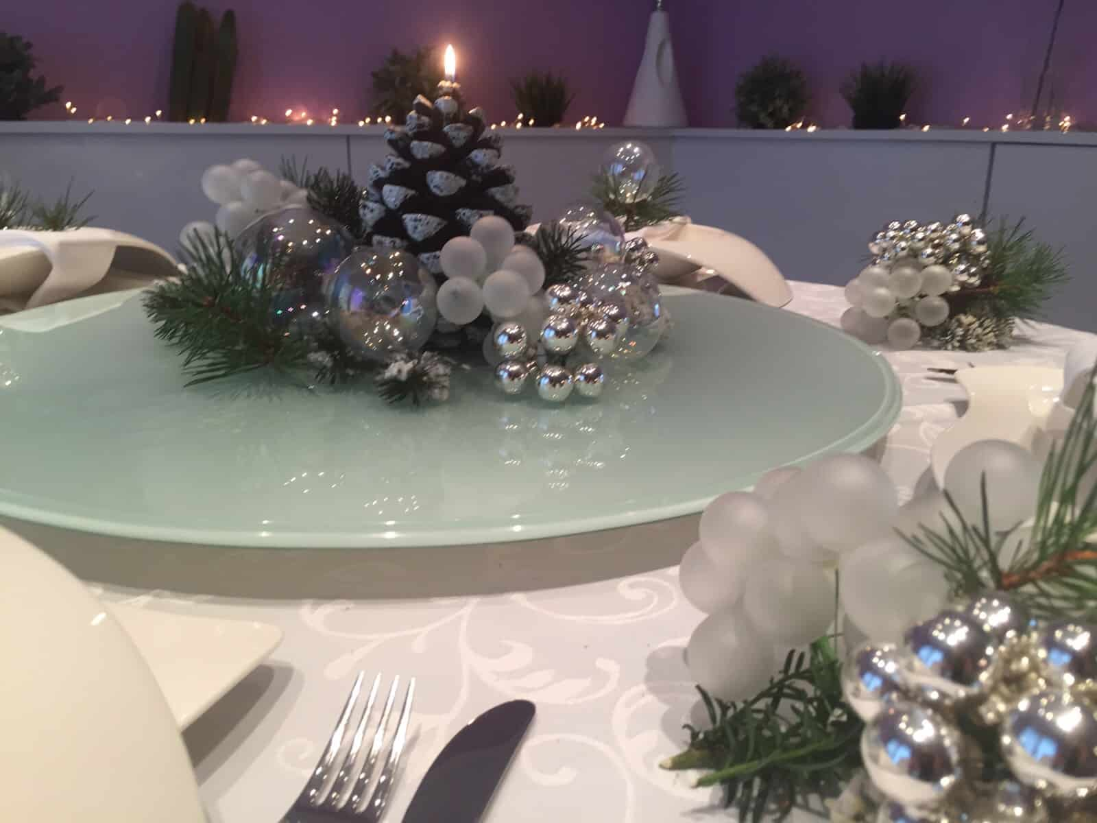 Weihnachtliche Tischdeko Schon Gedeckter Weihnachtstisch