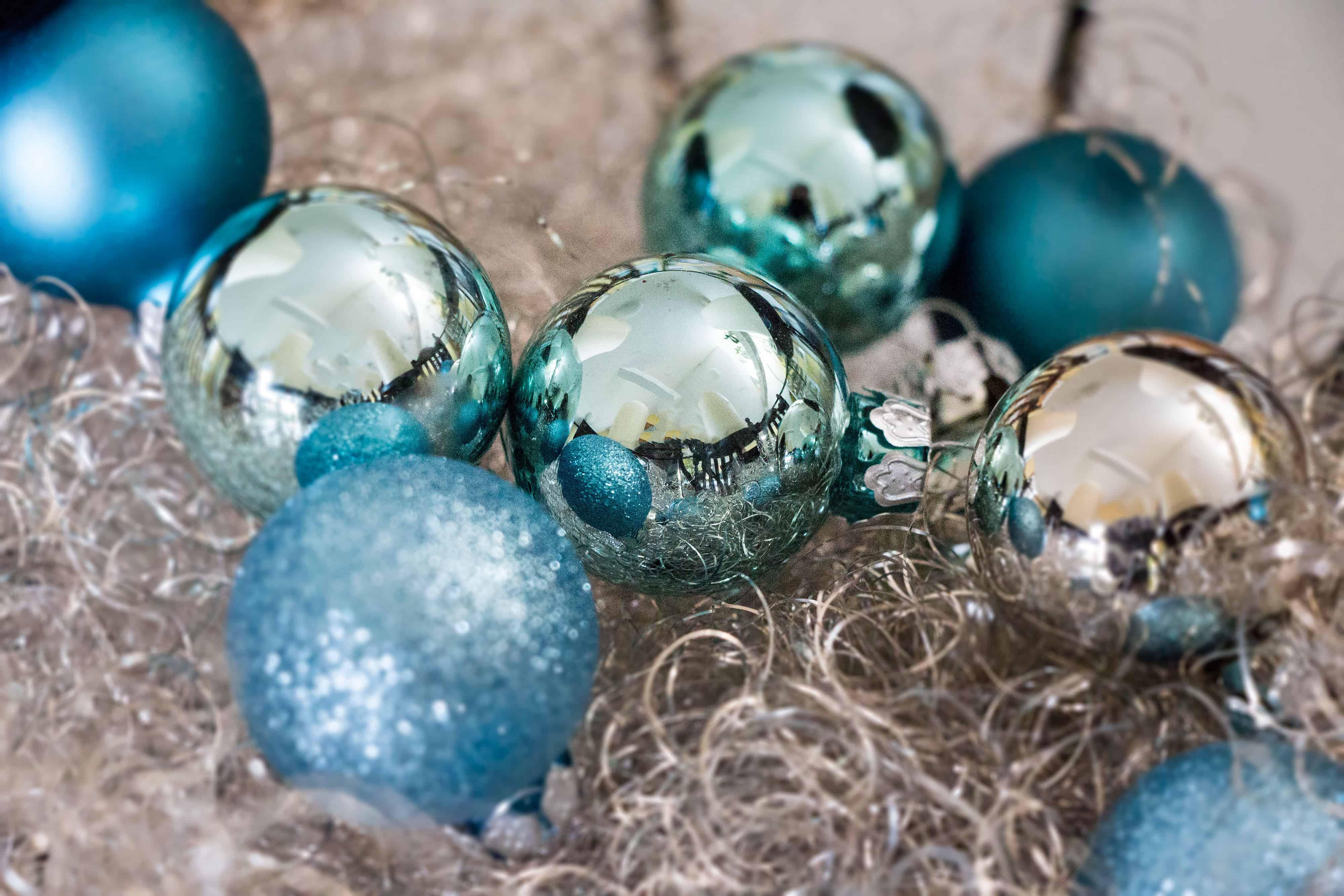 Weihnachtskugeln blau christbaumkugeln in blaut nen - Weihnachtskugeln cappuccino ...