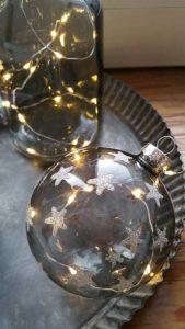 Transparente Weihnachtskugel mit LED-Beleuchtung - perfekt als Deko als für den Weihnachtsbaum